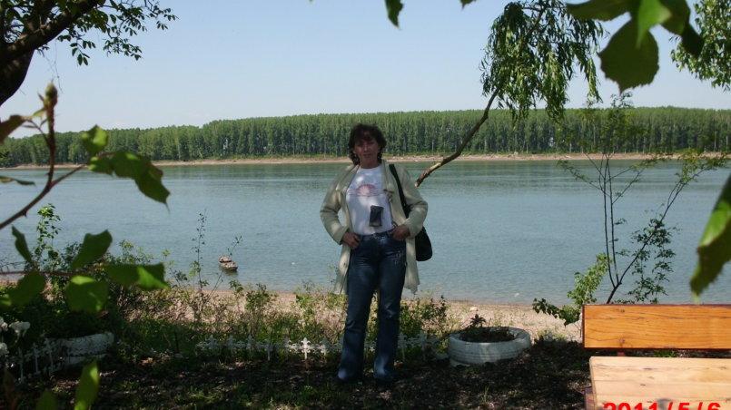 Фото супруги с видом на Дунай