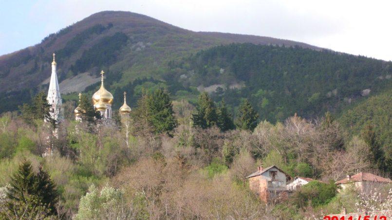Красивая церковь в горах