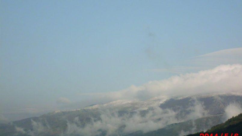Облака и снежные вершины