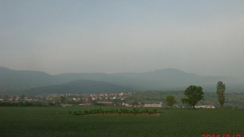 Вид на горы в дымке