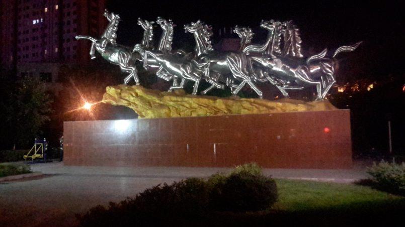 Скульптура-табун лошадей