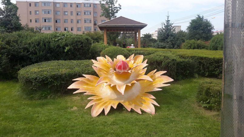 Скульптура цветок