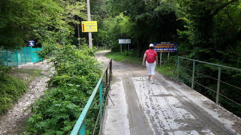 Пешая прогулка по ущелью