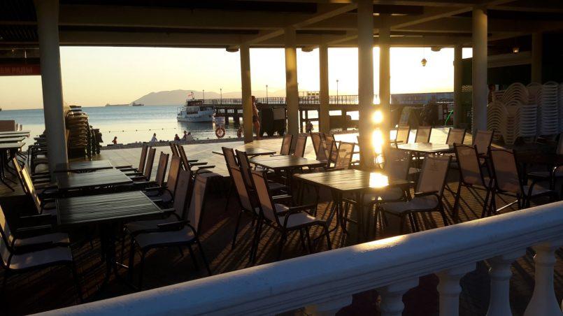 Кафе на берегу в Кабардинке