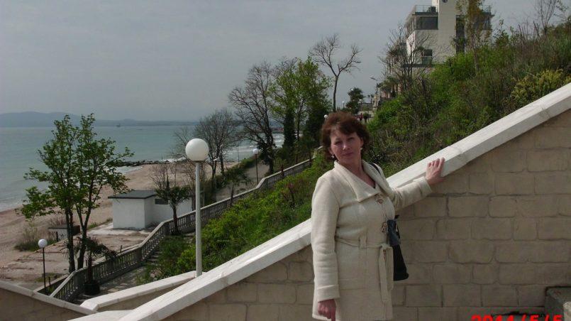 Супруга на лестнице