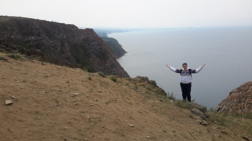 Фото на фоне Байкала