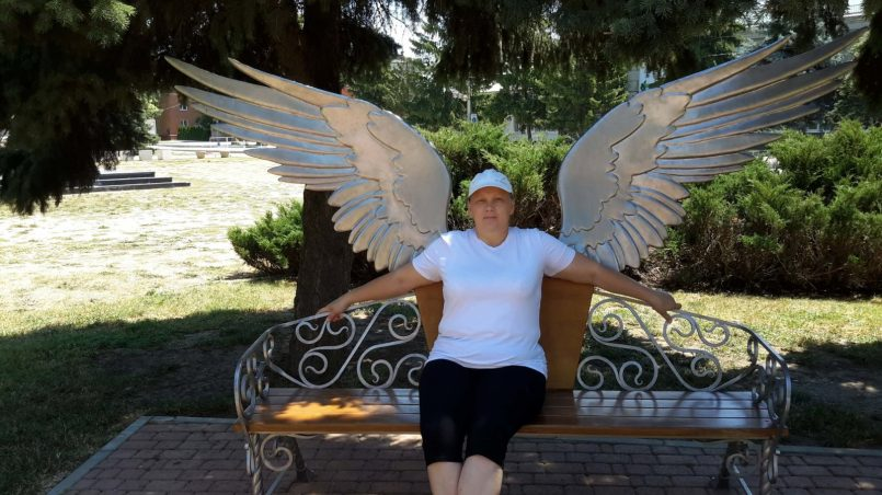 Лавочка с крыльями ангела