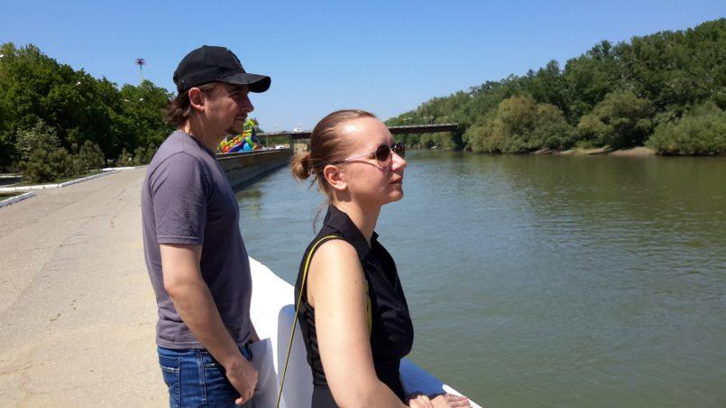 На набережной реки