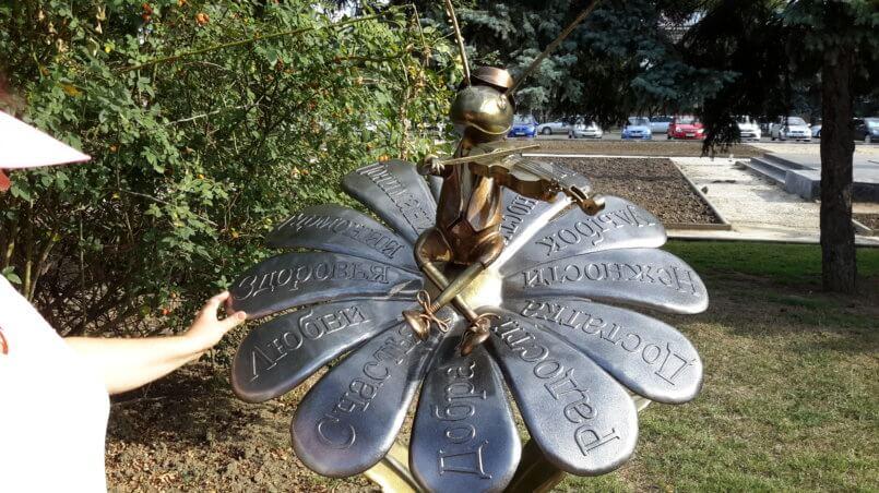 Скульптура Ромашка со сверчком