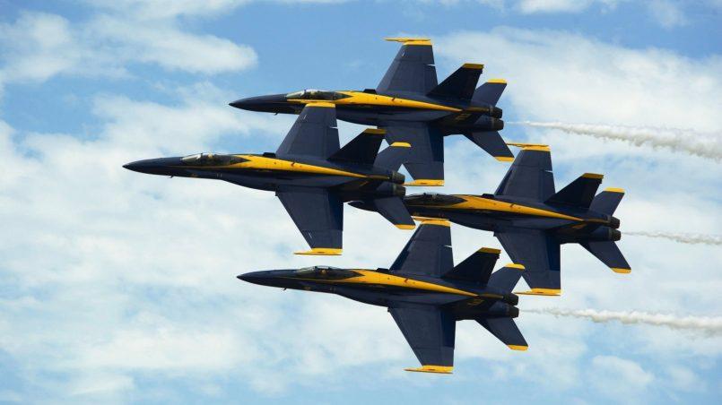 Пилотажная группа самолетов под единым управлением