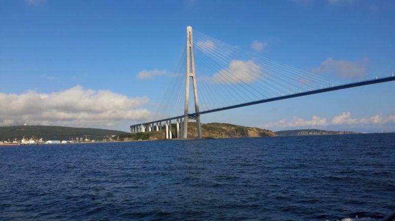 Вид на мост и остров
