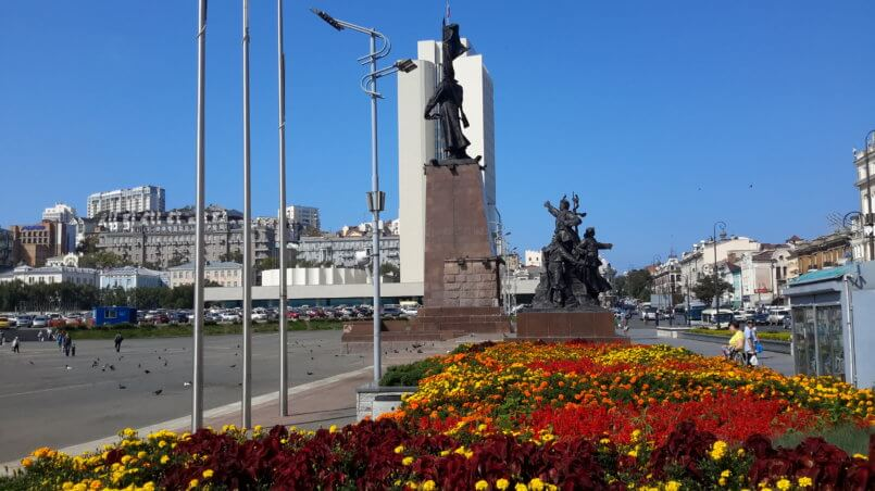 Памятник с другого ракурса