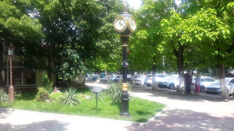Красивые уличные часы