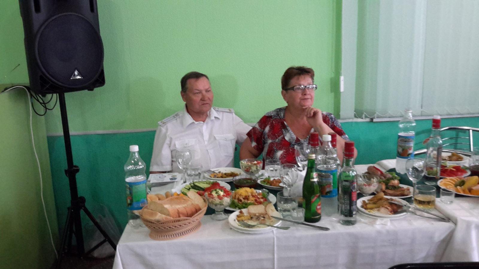 Один из организаторов мероприятия с супругой