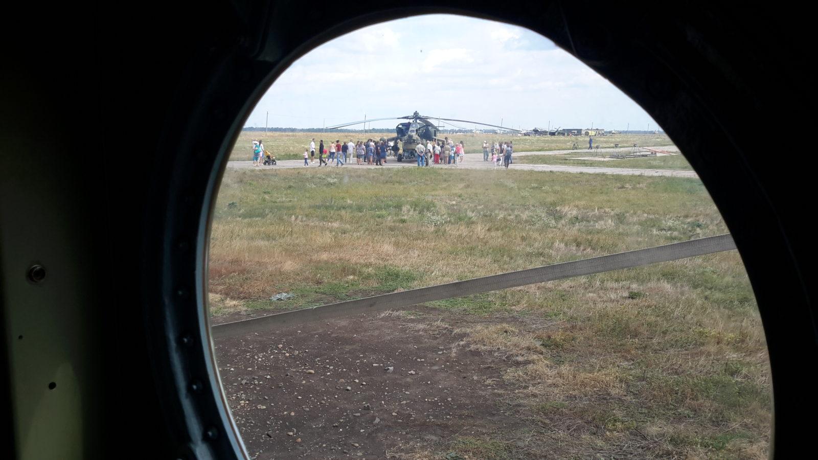 Вертолет в иллюминаторе