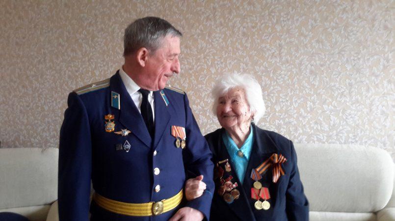 Фото автора с бабушкой